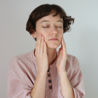 Facial massage to illuminate your skin with Glow Drops