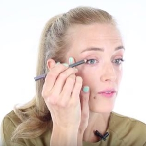 Arabella's Make-Up Masterclass – Easy eyeliner flick